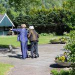 Vakantie met zorg - Bos en Meerzicht wandeling in de tuin